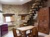 apartamento_cocina_americana_mesa_escalera